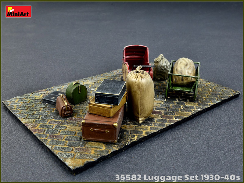 Miniart 1/35 Luggage Set 1930-40s painted